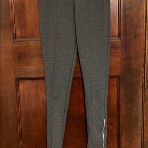 Leggings with zippers and front seam.